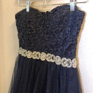 Navy blue strapless above the knee party dress!